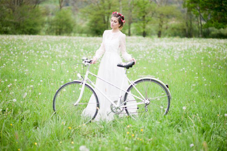 Hoy en el blog, una sesión de inspiración ideal para una novia de campo con los preciosos tocados de Tocados Mariana y los vestidos de Alicia Rueda Atelier / Foto de Dario Sanz photography