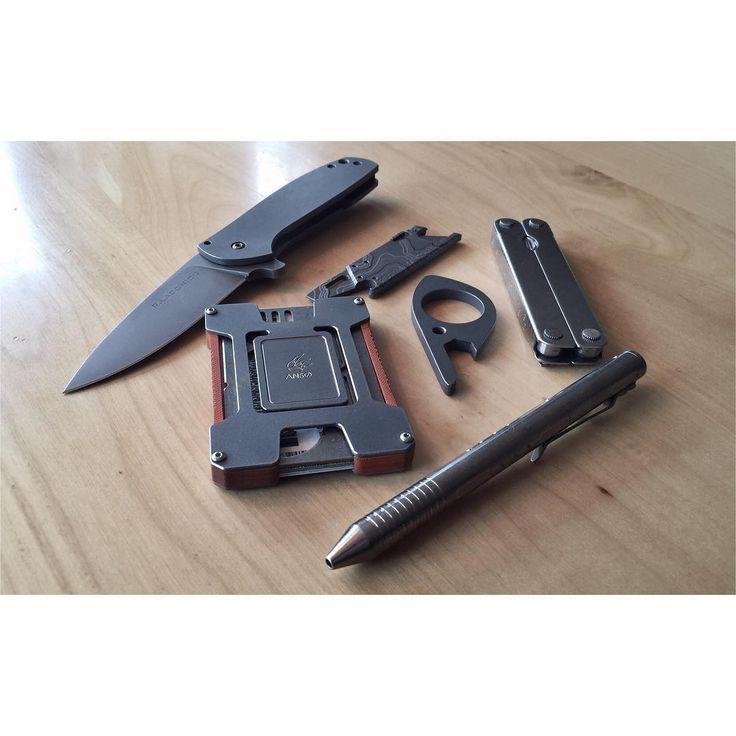 Pocket dump. #bestknivesofig #grailknives #ansocardholder #beerboar…