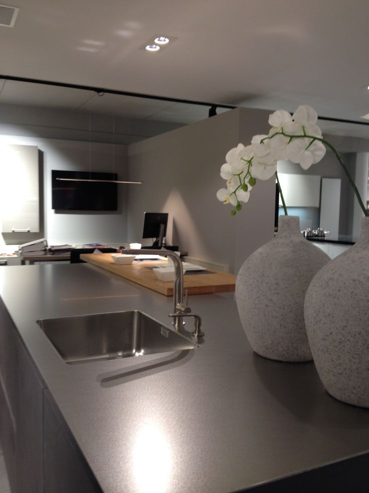 25 beste idee n over houten bar op pinterest bar in een mannenruimte garagebar en palletbar - Keuken minimalistisch design ...