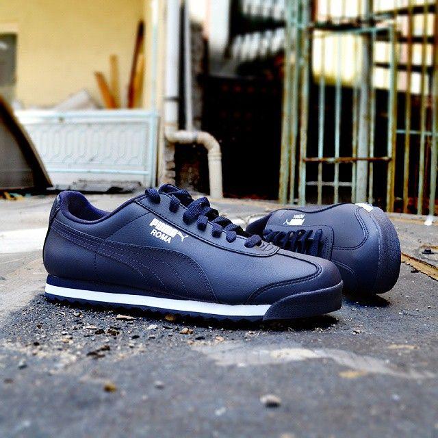 Puma spor ayakkabılar hafifliği ve konforuyla keşfedildikten sonra, çok geniş bir kitlenin en sevdiği markalardan biri haline geldi. Ayakkabılardaki konfor her sene güncellenen modern çizgiler ve canlı renklerle birleşince, Puma adını en büyük spor giyim markaları arasına yazdırmış oldu.  Puma Roma Modern Tech Erkek Lacivert Spor Ayakkabı (359519-03)  40 - 48,5 arası numaralar.  Ürün Fiyatı : 209,00 TL  Link Profilde >> @sporjinal  #sporjinal #Puma #foreverfester