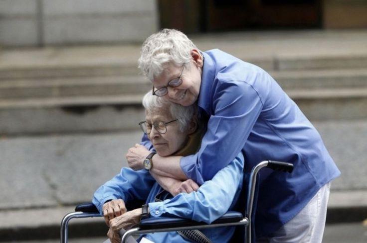 Connie Kopelov e Phyllis Siegel, logo depois de se tornarem no primeiro casal homossexual casado em Manhattan. Foi em 2011. Jason de Crow (AP)