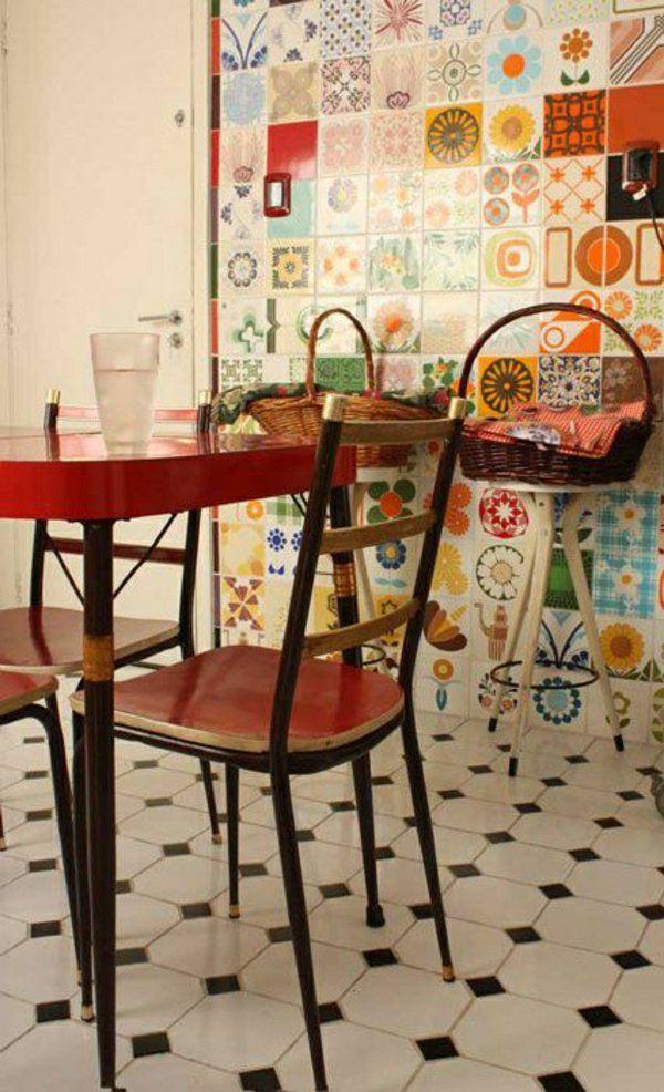 rote akzente wandfliesen küche esstisch stühle