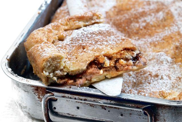 Νηστίσιμη μηλόπιτα με τσιχλωτό χαλβά από την Αργυρώ Μπαρμπαρίγου | Σε αυτή τη μοναδική μηλόπιτα, ο συνδυασμός των γέυσεων είναι συγκλονιστικό
