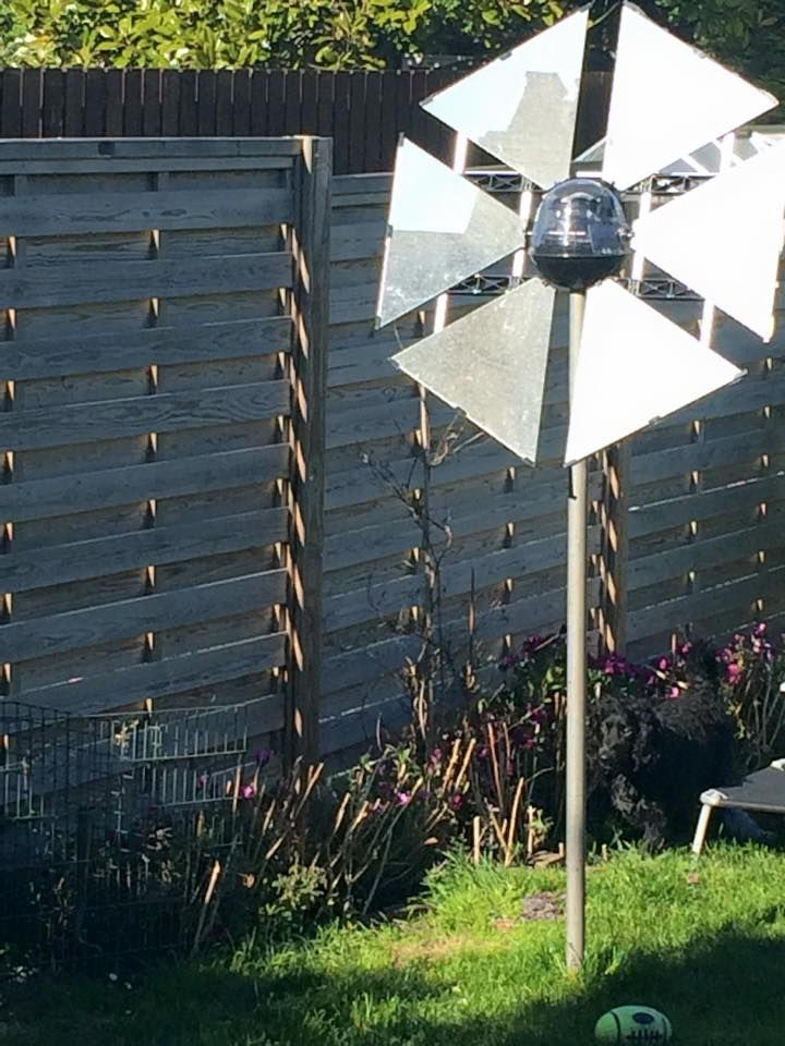 Our customer Liz shared with us an awesome photo of her UK Sunflower heliostat!