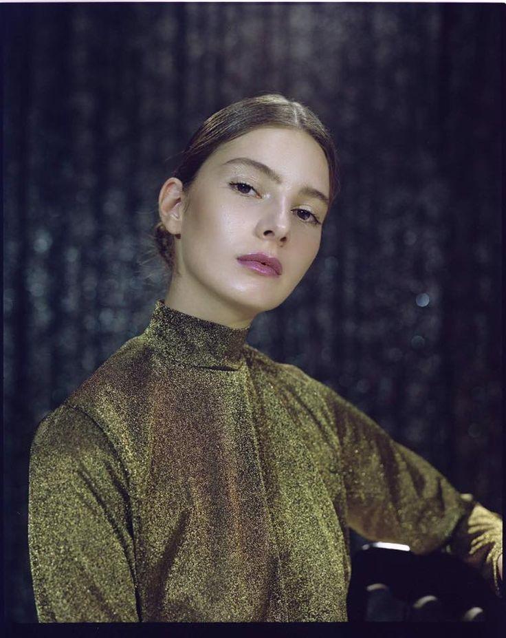 Hair and Airbrush Makeup: Ana Lulikova Foto: Simone Passeri