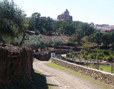 La Iglesia de San Lorenzo Mártir domina el perfil de Conquista de la Sierra.