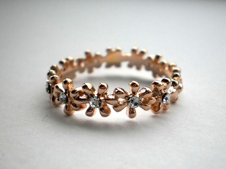 18 K Rose Gold Swarovski Crystal Flower Ring size Q €28.00