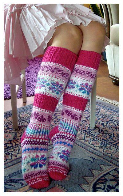 Namuset-sukat pattern by Sinikka Nissi