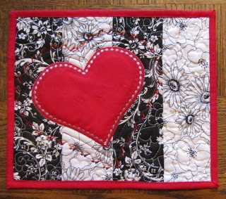 749 best images about quilts mug rugs table runners for Table 52 valentine s day
