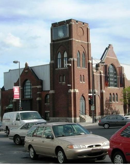 Église anglicane française St-Thomas, 1906 avec un résidence du collège de Sabrevois. situé a 1849 rue Sherbrooke est, Montréal, Québec