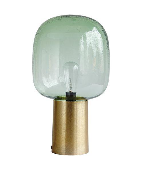 Splendide lampe à poser signée House Doctor. Coup de coeur de la rédaction pour ce luminaire au design ultra contemporain. Existe aussi en version ambrée pour allier élégance, allure et caractère.Astuces déco : à installer dans une petite pièce pour en apprécier la belle lumière diffuse.Dimensions : Ø28 cm x H.52 cm En stock