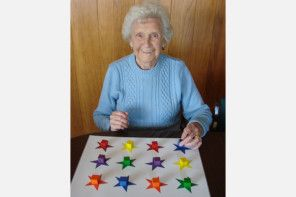 12 Engaging Activities for Seniors with Dementia: Reduce Agitation and Boost MoodLisa Earl