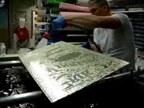 Erik Winkler Glas verzilverd hier geornamenteerd glas met de hand. Chemically silvering glass - YouTube