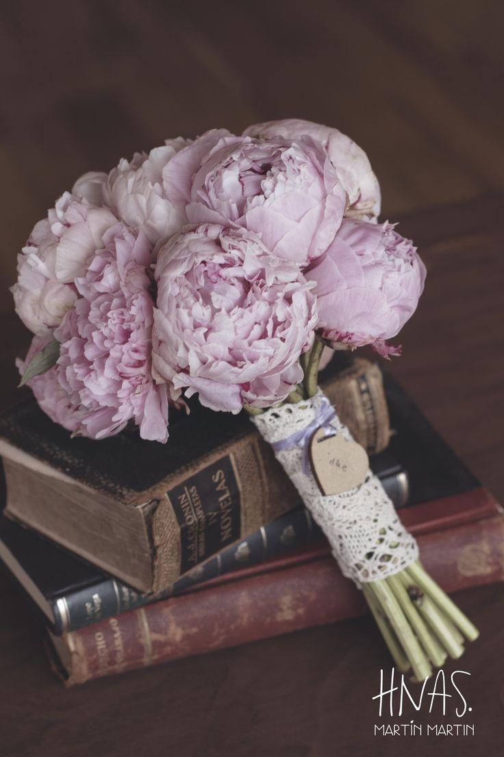 Hotel Llao Llao, Bariloche, casamiento, boda, ambientación,vintage, wedding, decor, patagonia argentina, ramo de novia, bouquet, peonias