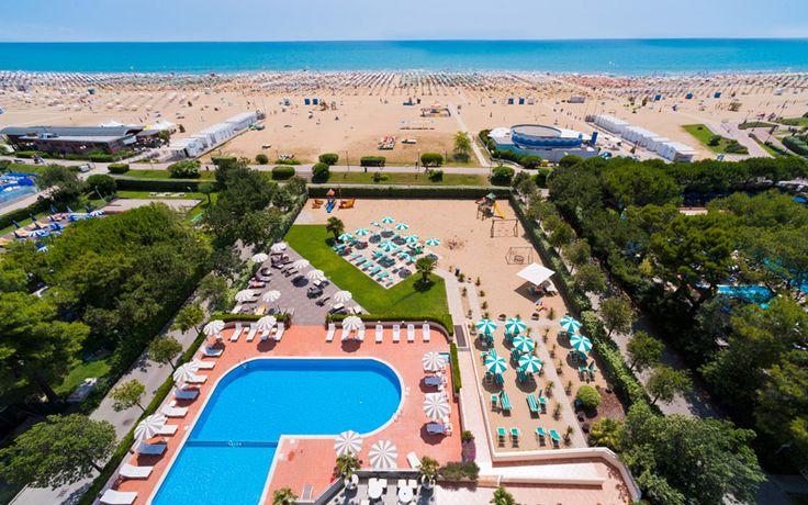 Spiaggia e piscina - Hotel Italy #bibione #hotel #vacanze #spiaggia #piscina