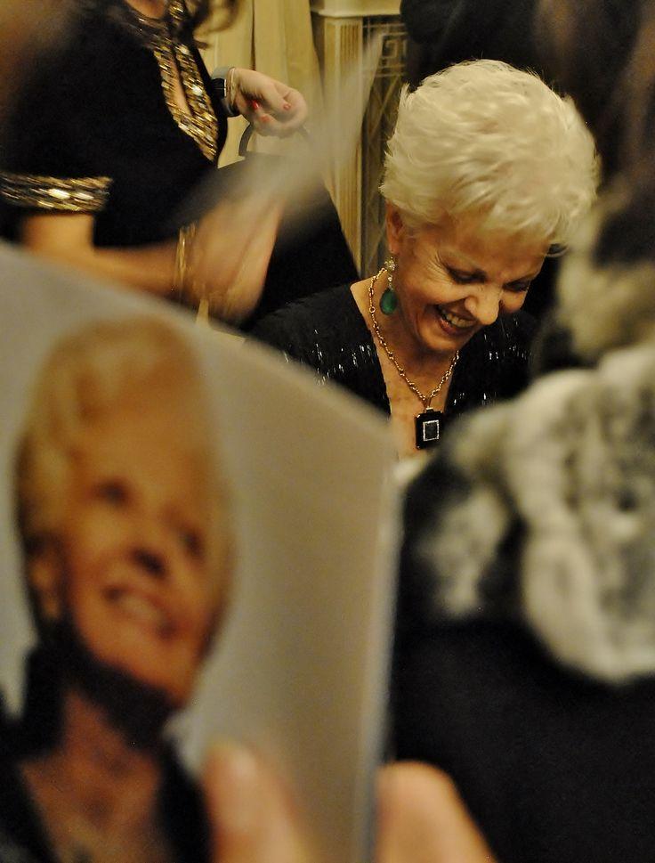 Raina Kabaivanska dedica una sessione di autografi al suo pubblico (foto Annalisa Andolina)