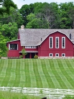 I could live here!!Red Barns House, Barns Envy, Red Barn House, Barns Lov, Restoration Barns, Children'S Children, Barn Homes, Barns Home, Barn Houses