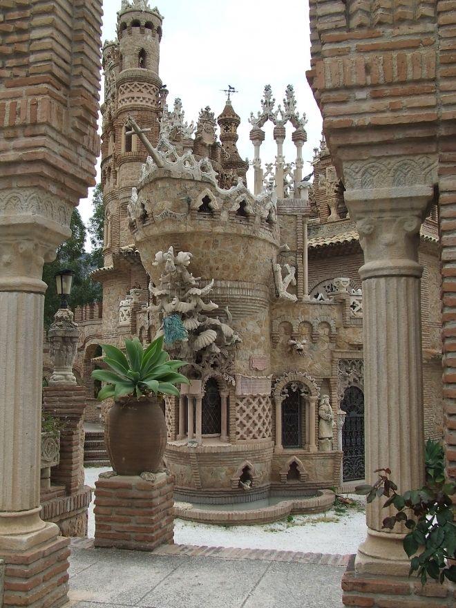 Castillo de Colomares in Benalmadena, Malaga, Spain | castillo de colomares benalmadena esta imagen es propiedad de los ...