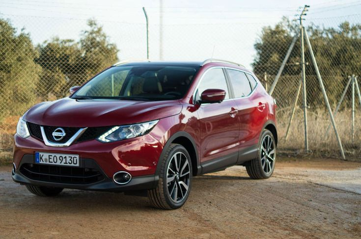 2014 Nissan Qashqai Review - Front Side Angle Close - carwitter