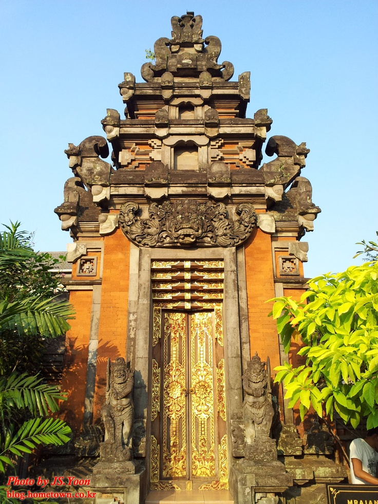 Taman Mini Indonesia Indah (TMII), Jakarta, Indonesia  따만미니는 인도네시아의 민속촌입니다. 27개 지역별 주거/문화 관련한 것들을 보실 수 있습니다.
