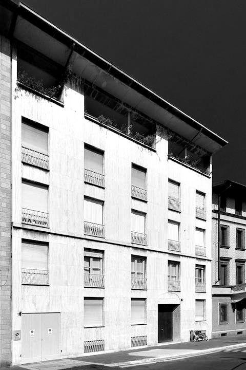 Mario Asnago and Claudio Vender Edificio per Abitazioni, Piazza san Ambrogio 14, Milan, Italy, 1948 [foto di massimo baldini]