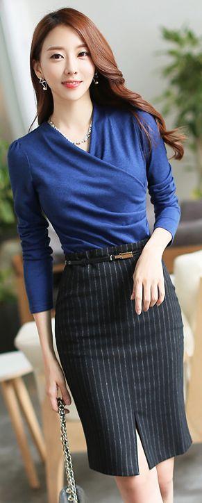 StyleOnme_Pinstripe Front Slit High Waisted Pencil Skirt #workwear #officelook #falltrend #kstyle #seoul #trend #elegant #chic #feminine #pinstripe #pencilskirt