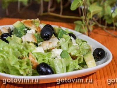Салат из авокадо с курицей и брынзой. Фотография рецепта