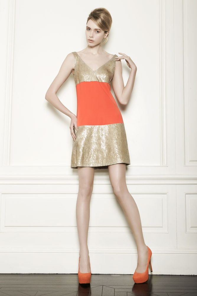 Golden sequins and a orange band.
