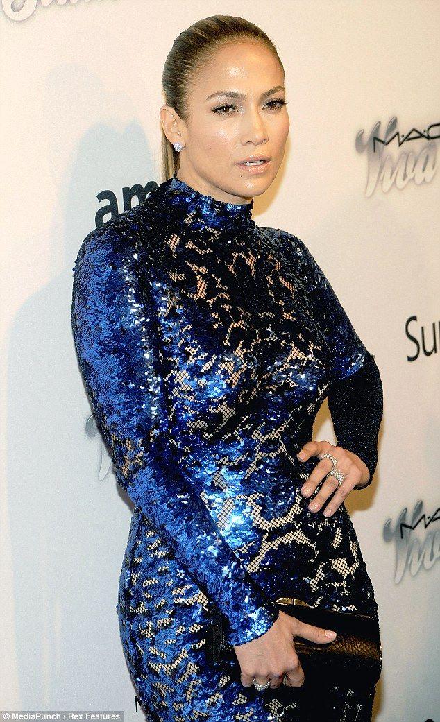 Uma Thurman e Jennifer Lopez 'dive colorate' per l'amfAR a NY » GOSSIPpando | GOSSIPpando