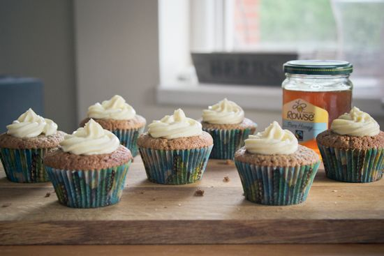 brown sugar cupcakes with fairtrade honey frosting | london bakes