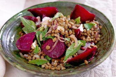 Salata de linte cu sfecla rosie coapta
