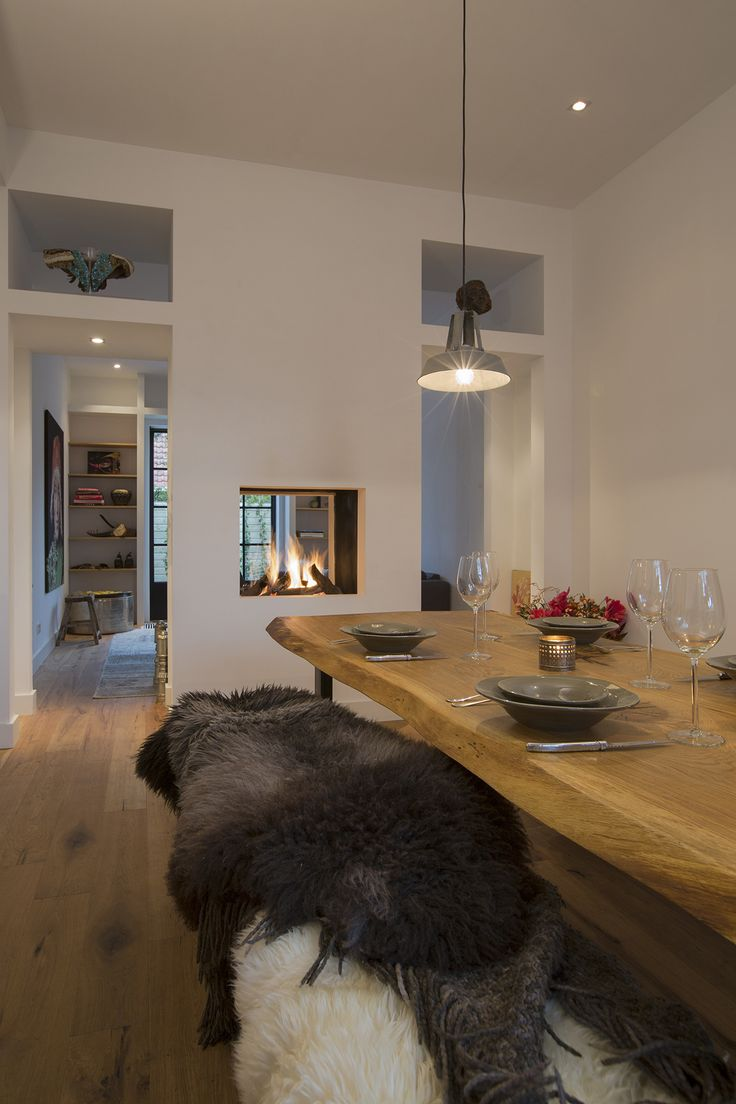 Fireplace open and dining area
