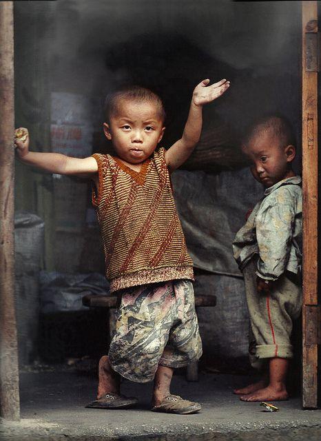 A sad goodbye - Guizhou, China by ngchongkin, flickr