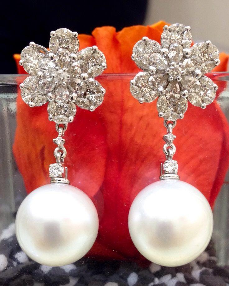 Nuova collezione: Importante paio di orecchini con ct.2,20 di diamanti taglio navet e rotondo a brillante. Perla australiana mm 14,5-15,00 Www.millegioiellitorino.com