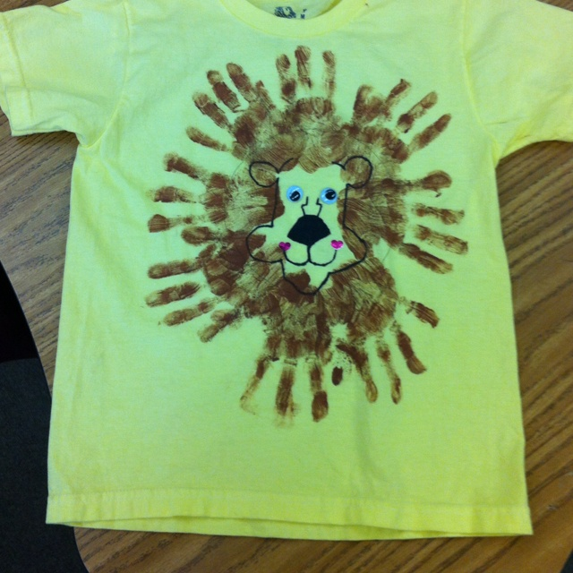 Lion shirts for zoo field trip.