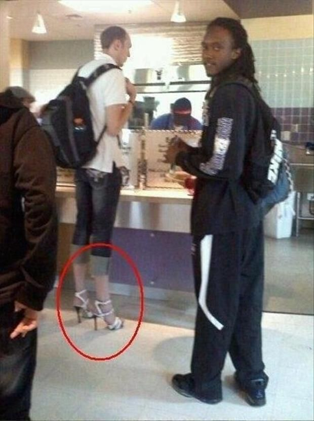 Never mind the 7-foot tall dude wearing heels that are all wrong for that outfit..... Is that a ninja slinging the grub?
