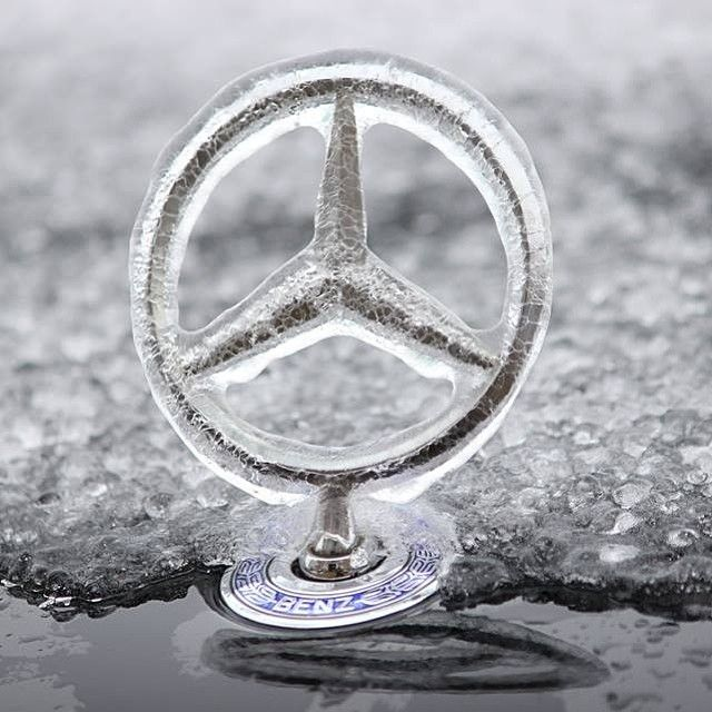 Facebook fan Mina E. caught her star encased in ice. Have you ever experienced this phenomenon with yours? #4MATICSeason #mercedes #benz