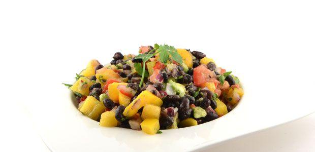 Dit zwarte bonen schotel recept is een snel en gezond gerecht met wat invloeden uit Mexico. Een lekkere stevige maaltijd voor de lunch of als diner. Topper!