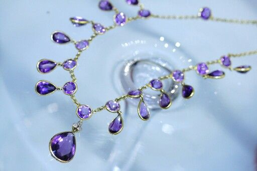 Amethyst necklace set jn 18k yellow gold. www.cmweldon.ie