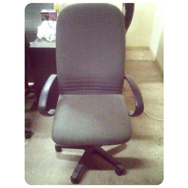 For Sale Office Chair Price 7 Bd للبيع كرسي مكتب متحرك بحالة جدا ممتازة السعر 7 Bd Tel 33770050 Chair Furniture Home Decor