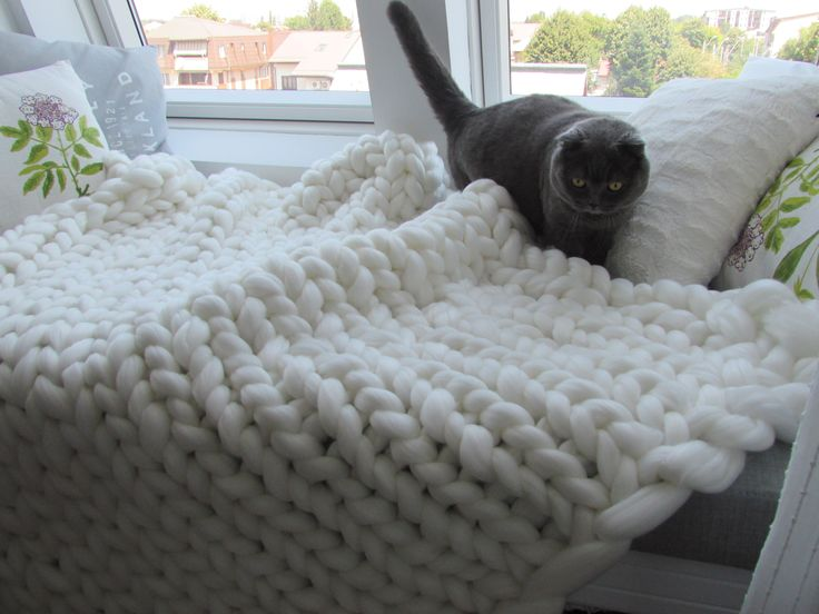 Handmade giant knit blanket - 100% acryl. Chunky knitting, love fluffy!