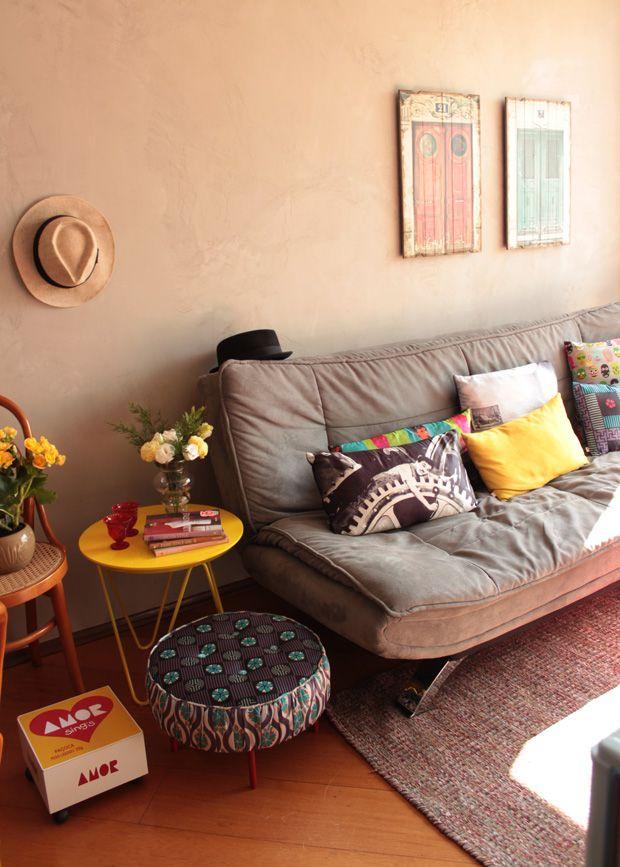 Mesinha lateral, banquinho, almofadas e caixa paçoca do amor by Sala Bella