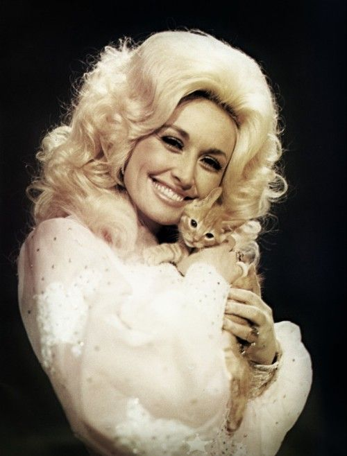 dolly parton + kitten (Source: thedollypartonscrapbook, via csonkarebi)