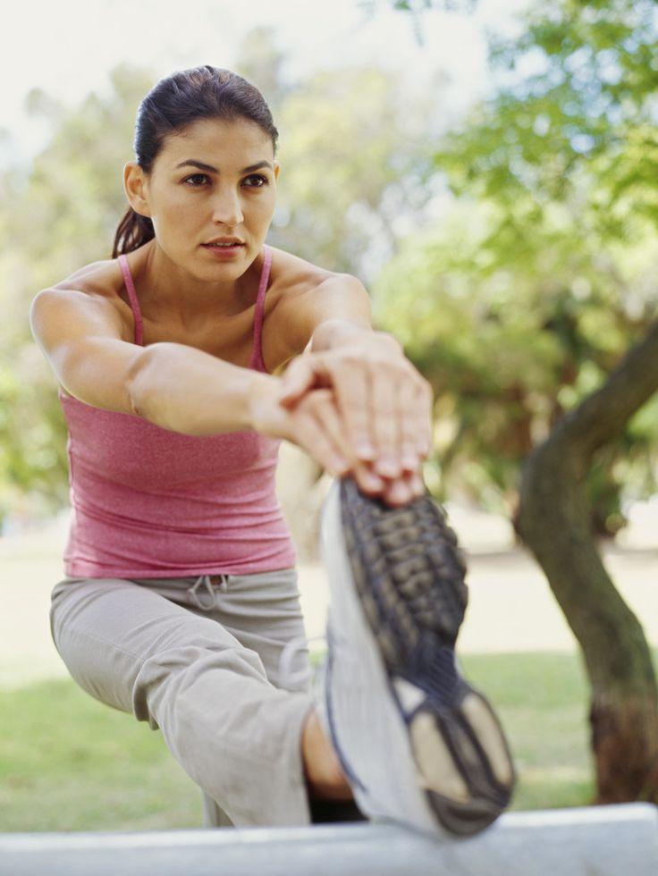 #Stretching una buona abitudine per i nostri #allenamenti  LEGGI : http://www.trovabenessere.it/fitness-trova-benessere/88-stretching-fitness.html  #fitness #girl #gym #exercise #training #allenamento