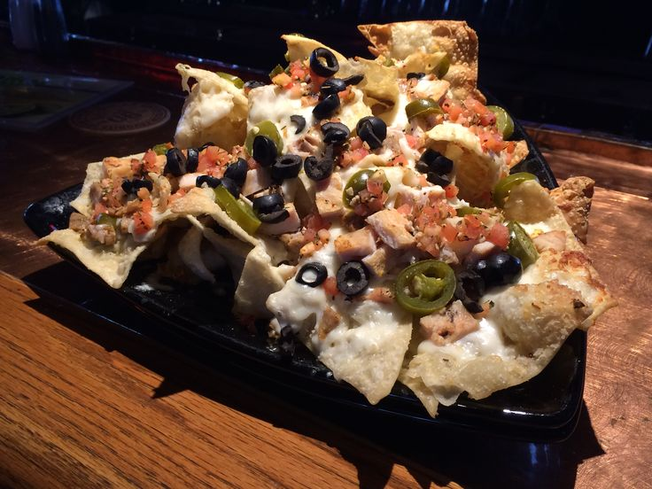 Italian Nachos at Firehouse Grill Ammon Deep-fried wontons are pretty tasty on their own, but imagine them with melted mozzarella, slices of Italian sausage and chicken, herbed tomatoes, jalapeños and a drizzling of Alfredo sauce. Yes, please! - Delish.com