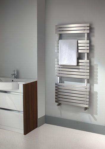 Radiatore scaldasalviette ad acqua calda / verticale / in acciaio inox / da parete CAFTAN 3467 Accuro-Korle