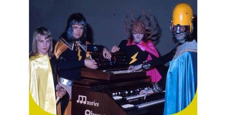 42 Tragically Awkward Band Photos That Take Poor Taste To New, Impressive Levels (Slide #24) - Offbeat