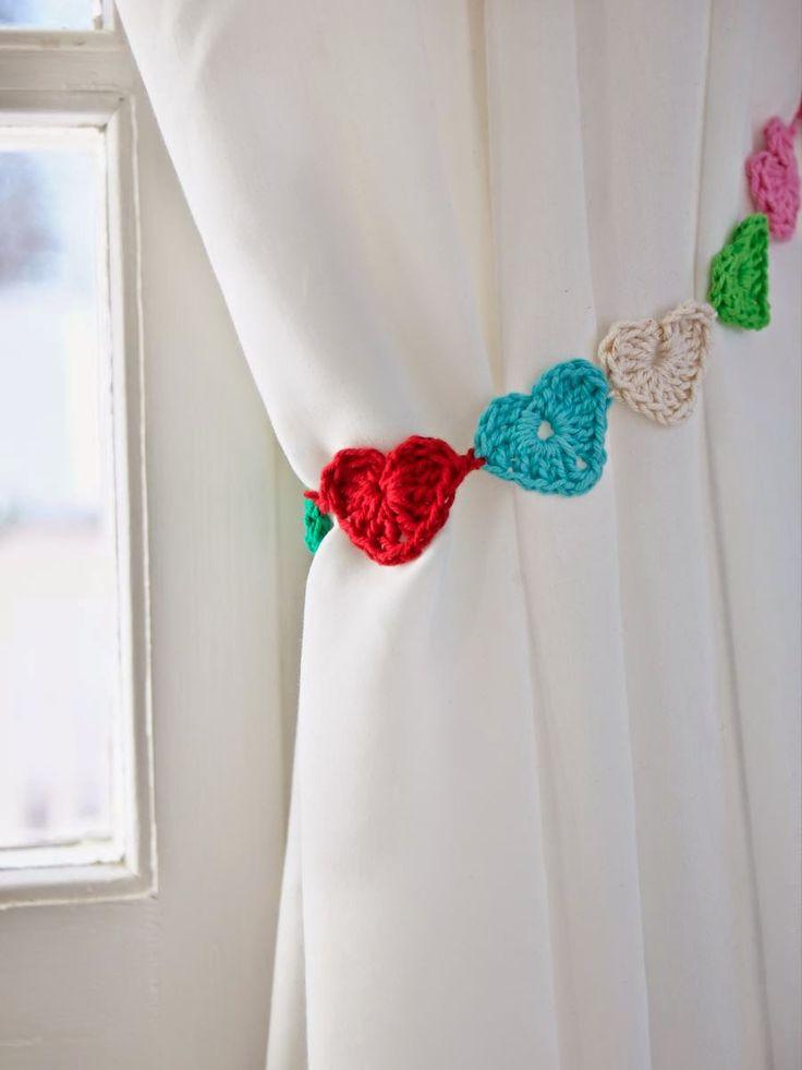 Heart garland curtain tie-back ༺✿ƬⱤღ  http://www.pinterest.com/teretegui/✿༻