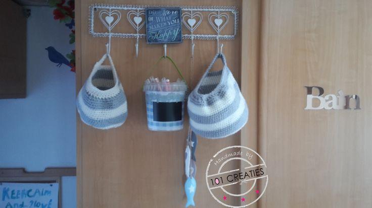Hangende mandjes/ Hanging baskets voor in de caravan. Kijk op www.101creaties.nl voor het gratis patroon.