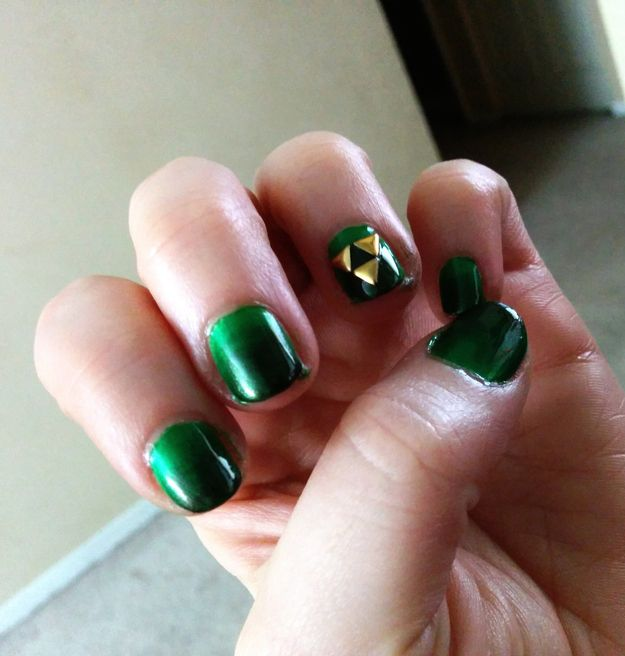 The Legend of Zelda. | 29 Examples Of Marvellously Geeky Nail Art